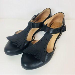Naturalizer | Lia T Strap Kiltie Heel Black 6.5